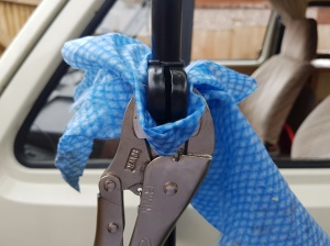 Clamping bracket clip to mirror